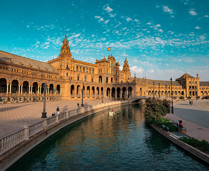 Plaza-de-España,-Seville,-Spain