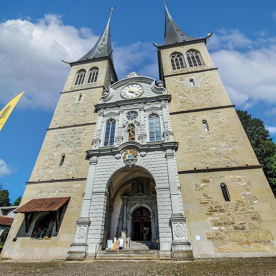 St. Leodegar Church